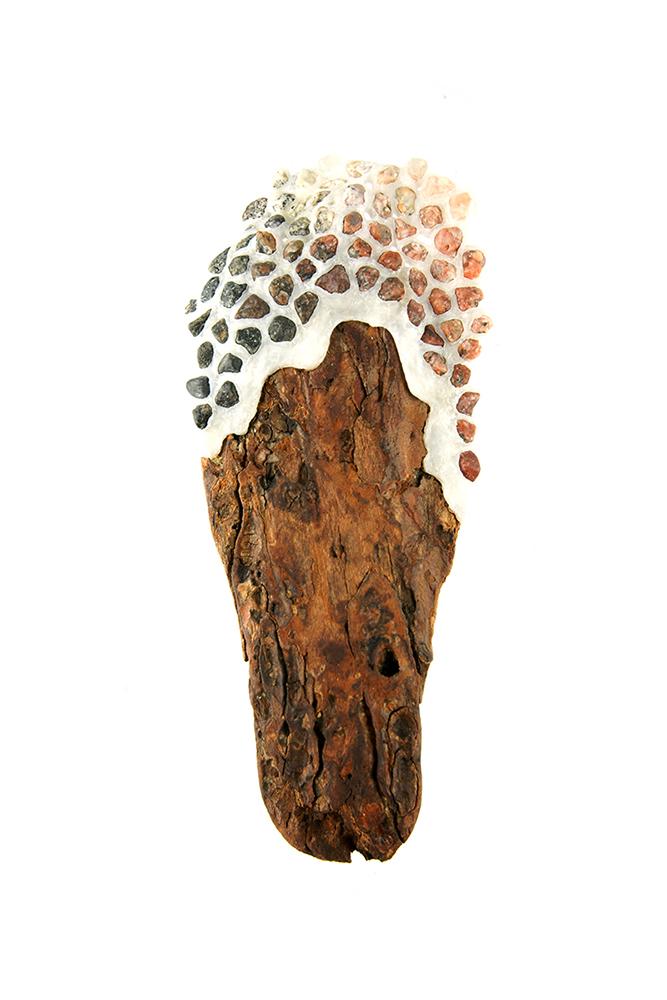 Wiebke Pandikow / Accumulation Pine / brooch, 2017 / recycled plastic bags, driftwood, gravel