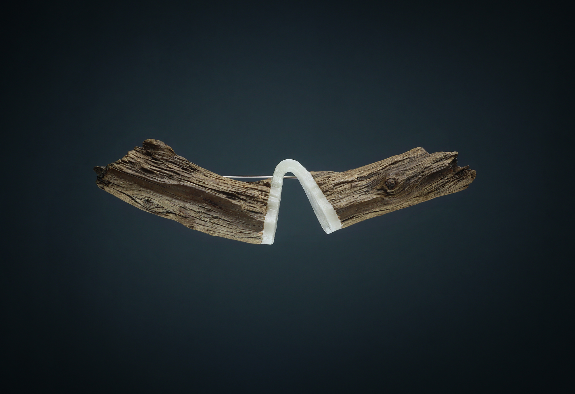 Wiebke Pandikow / beach architecture / brooch / recycled plastic bags, driftwood